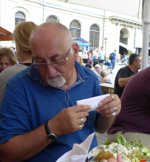 Cine mănîncă skagenröra lîngă Muzeul Nobel? Mike Ringo.